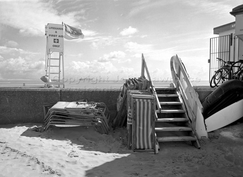black and white photo of ryde beach on the isle of wight